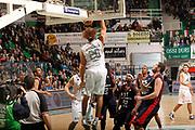 DESCRIZIONE : Siena Lega A 2011-12 Montepaschi Siena Banca Tercas Teramo<br /> GIOCATORE : Shaun Stonerook<br /> CATEGORIA : tiro schiacciata<br /> SQUADRA : Montepaschi Siena<br /> EVENTO : Campionato Lega A 2011-2012<br /> GARA : Montepaschi Siena Banca Tercas Teramo<br /> DATA : 22/01/2012<br /> SPORT : Pallacanestro<br /> AUTORE : Agenzia Ciamillo-Castoria/P.Lazzeroni<br /> Galleria : Lega Basket A 2011-2012<br /> Fotonotizia : Siena Lega A 2011-12 Montepaschi Siena Banca Tercas Teramo<br /> Predefinita :
