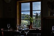 VILDMARKSVÄGEN JULI 2020<br /> På restaurang Fjällripan i Stora Blåsjön har man en vidunderlig utsikt.<br /> Foto: Per Danielsson/Projekt.P
