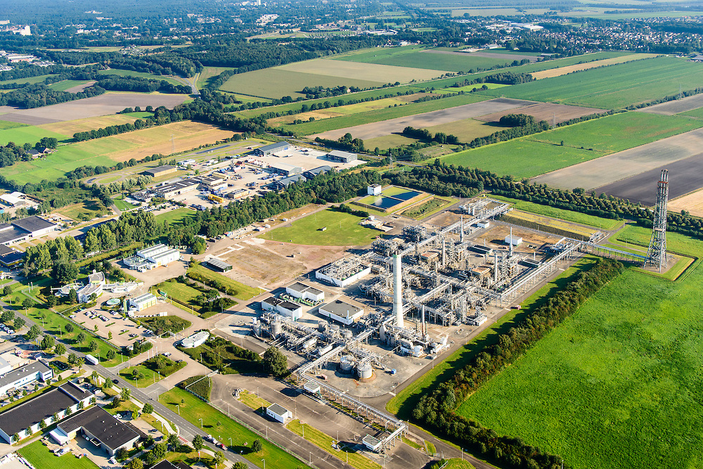 Nederland, Drenthe, Emmen, 28-10-2014; gaszuiveringsinstallatie (GZI) van de NAM, voor het verwijderen van zwavelwaterstoffen uit aardgas.<br /> Gas purification installation.<br /> luchtfoto (toeslag op standard tarieven);<br /> aerial photo (additional fee required);<br /> copyright foto/photo Siebe Swart