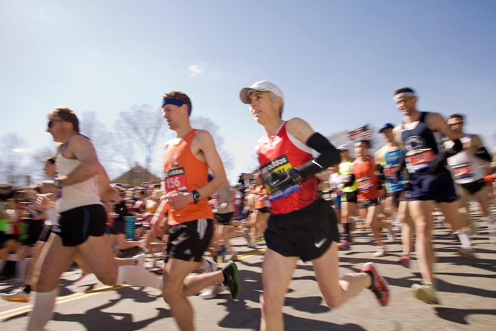Joan Samuelson starts race