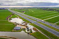 Nederland, Vinkeveen, 20190103<br /> Oud windmolentje langs de Angstel, riviertje tussen Nieuwersluis en Vinkeveel. Het landschap wordt doorsneden door de 10 baans snelweg A2 Utrecht-Amsterdam<br /> <br /> Foto (c) Michiel Wijnbergh