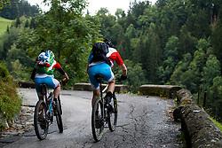 12-09-2017 FRA: BvdGF Tour du Mont Blanc day 3, Chamonix<br /> We starten deze dag met een prachtige afdaling. Nadien splitsen de groepen en volgt een pittige klim waarbij we de spoorlijn kruisen. Daarna worden we beloond met een mooie flowtrail alvorens we het bergsportmekka Chamonix bereiken. Tjebbe en Marion