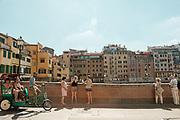 FLORENCE:  tourist rokshow on Lungarno
