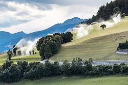 THEMENBILD - Landwirte bewässern ihre Felder und Obstgärten im Südtiroler Pustertal. Ganz Europa stöhnt unter der Hitzewelle. Ebenfalls in ganz Europa macht die schon länger anhaltende Dürreperiode der Landwirtschaft zu schaffen. Große Ernteausfälle gibt es nicht nur in Mitteleuropa, sondern auch im Norden. Aufgenommen am 24. Juni 2018. Südtirol, Italien // Farmers irrigate their fields and orchards in the South Tyrolean Pustertal. All of Europe moans under the heat wave. Also throughout Europe, the already prolonged drought period is causing problems for agriculture. There are large crop failures not only in Central Europe, but also in the North. Sunday, June 24, 2018 in Percha, South Tyrol, Italy. EXPA Pictures © 2018, PhotoCredit: EXPA/ Johann Groder