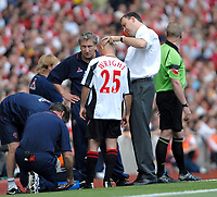 Photo: Ed Godden.<br />Arsenal v Sheffield United. The Barclays Premiership. 23/09/2006. Sheffield United's Alan Wright receives treatment for a cut to the head.