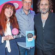NLD/Amsterdam/20150518 - Uitreiking Storytel Luisterboek Award , Winnares Beatrice van der Poel met Vincent Bijlo en Hugo Borst