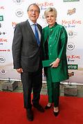 Premiere Mees Kees op Kamp in het CineMec in Ede.<br /> <br /> Op de foto:  Prinses Laurentien met haar vader Laurens Jan Brinkhorst