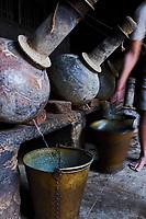 Inde, Uttar Pradesh, la ville des parfums où sont distillé les roses pour l'industrie du parfum // India, Uttar Pradesh, the city of perfumes where roses are distilled for the perfume industry
