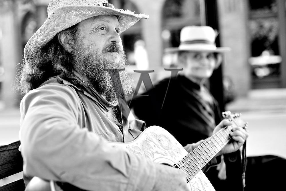 Guitar Bob & Linda