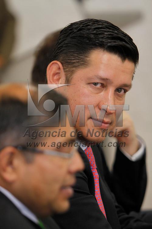 TOLUCA, México.- Julio César Rodríguez Albarrán, presidente del Colegio de Ciencia Política y Administración Pública del Estado de México durante la firma de convenio con el IEEM. Agencia MVT / Crisanta Espinosa. (DIGITAL)