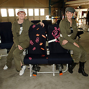 NLD/Amsterdam/20051208 - BN´ers beschilderen Martinair vliegtuigstoelen, actie Pimp my Chair voor de veiling SOS Kinderdorpen, Petra en Gitta Sluijters van Your Cup of T