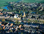 Nederland, Noord-Holland, Muiden, 17-10-2005; luchtfoto (25% toeslag); de dorpskern rond de monding van de rivier de Vecht (in het IJsselmeer); in de zomer zeer drukke jachthaven, met luxe zeiljachten; pleziervaart, toerisme, recreatie, watersport, zeilen; de stadsvernieuwing - uitbreiding - zo veel mogelijk kleinschalig en in stijl van bestaande bebouwing; zie ook andere (lucht)foto's van deze lokatie.foto Siebe Swart