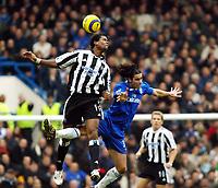 Fotball<br /> England 2004/2005<br /> Foto: SBI/Digitalsport<br /> NORWAY ONLY<br /> <br /> 04.12.2004<br /> <br /> Chelsea v Newcastle United<br /> Barclays Premiership<br /> <br /> Patrick Kluivert goes up for this aerial ball with Tiago of Chelsea