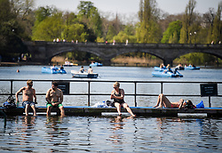 © Licensed to London News Pictures. 19/04/2018. London, UK. Members of the public sunbathe around the Serpentine in Hyde Park, central London as parts of the UK are enjoying high unseasonal April temperatures. Photo credit: Ben Cawthra/LNP