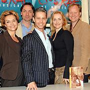 NLD/Amsterdam/20070309 - Perspresentatie Ciske de Musical, cast, groepsfoto, Marjolein Touw, Marisca van Kolck, Hugo Haenen, Danny de Munk, Marleen van der Loo, Ad Knippels, Sjoerd Pleysier