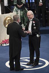 Nobelpreisverleihung 2016 in der Konzerthalle in Stockholm / 101216 ***Kˆnig Carl XVI Gustaf, John Michael Kosterlitz, The Nobel Prize in Physics 2016<br />  ***The annual Nobel Prize Award Ceremony at The Concert Hall in Stockholm, December 10th, 2016***