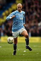 Fotball<br /> Manchester City v Manchester United<br /> 14. mars 2004<br /> Foto: Digitalsport<br /> Norway Only<br /> Antoine Sibierski,  Manchester City