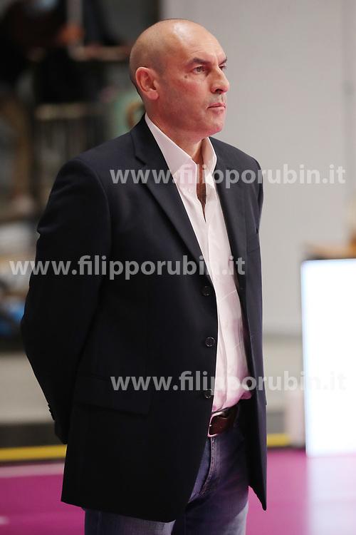 PARISI CARLO (ALLENATORE CASALMAGGIORE)<br /> ZANETTI BERGAMO - VBC EPIU CASALMAGGIORE<br /> PALLAVOLO CAMPIONATO ITALIANO VOLLEY SERIE A1-F 2020-2021<br /> BERGAMO 04-10-2020<br /> FOTO FILIPPO RUBIN / LVF