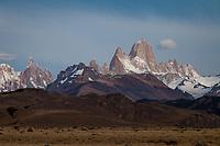 MACIZOS DEL CERRO FITZ ROY O CHALTEN (3.405 m.s.n.m.) Y DEL CERRO TORRE (3.130 m.s.n.m.), PARQUE NACIONAL LOS GLACIARES, PROVINCIA DE SANTA CRUZ, PATAGONIA, ARGENTINA (PHOTO © MARCO GUOLI - ALL RIGHTS RESERVED)