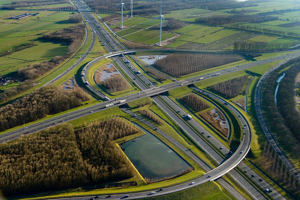 Nederland, Utrecht, Nieuwegein, 07-02-2018; Knooppunt Everdingen, aansluiting A27 (links naar rechts) en A2. Gedeeltelijk turbineknooppunt.<br /> Everdingen junction between motorway A2 en A27.<br /> <br /> luchtfoto (toeslag op standard tarieven);<br /> aerial photo (additional fee required);<br /> copyright foto/photo Siebe Swart