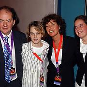 Premiere Holiday on Ice 2004, Jean van der Velden en zoon Yannick, dochter en vrouw
