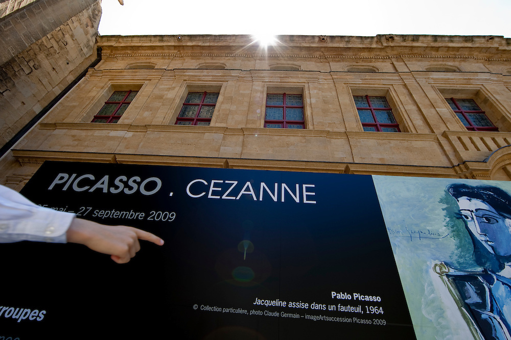 """Oustide of the Musée Granet hosting a """"Picasso Cézanne* exibition."""