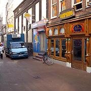 Coffeeshop de Dampkring Heiligeweg Amsterdam waar filmopname Ocean Twelve (12) met Brad Pitt en George Clooney worden opgenomen