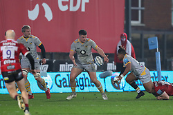 Alfie Barbeary of Wasps receives an off load from Paolo Odogwu of Wasps  Mandatory by-line: Nick Browning/JMP - 28/11/2020 - RUGBY - Kingsholm - Gloucester, England - Gloucester Rugby v Wasps - Gallagher Premiership Rugby