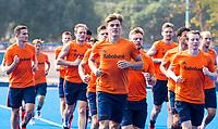 BHUBANESWAR (INDIA) -  Het Nederlands team trainde vanmorgen licht voor de wedstrijd tegen Canada bij het WK Hockey heren.  Oranje loopt uit  met in het midden Jorrit Croon (Ned) en rechts Seve van Ass (Ned) . COPYRIGHT  KOEN SUYK