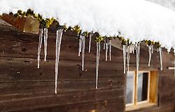 THEMENBILD - Eiszapfen hängen von einem Bauernhaus herunter, aufgenommen am 12. November 2016, Krimml, Österreich // Icicles hanging down from a farmhouse, Krimml, Austria on 2016/11/12. EXPA Pictures © 2016, PhotoCredit: EXPA/ JFK