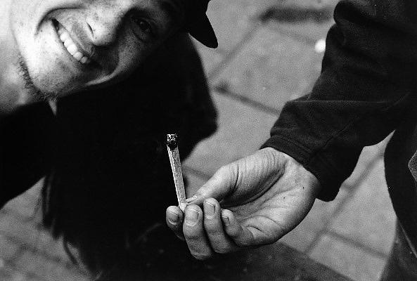 Nederland, Nijmegen, 1-5-1996Jointje, blowen, softdrugs, gedoogbeleid, gezondheid.Foto: Flip Franssen/Hollandse Hoogte