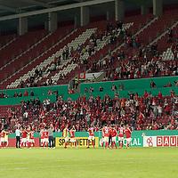11.09.2020, Opel Arena, Mainz, GER, DFB-Pokal, 1. Runde TSV Havelse vs 1. FSV Mainz 05<br /> , im Bild<br />Die Zuschauer feiern den Sieg mit der Mainzer Mannschaft<br /> <br /> Foto © nordphoto / Bratic