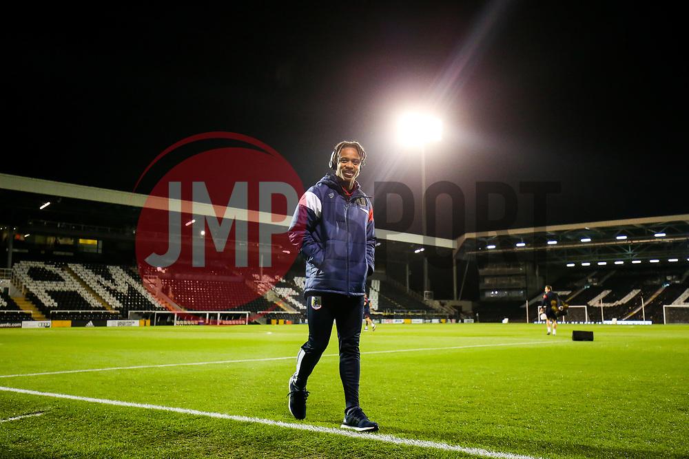 Bobby Reid of Bristol City checks out the pitch - Rogan/JMP - 31/10/2017 - Craven Cottage - London, England - Fulham FC v Bristol City - Sky Bet Championship.