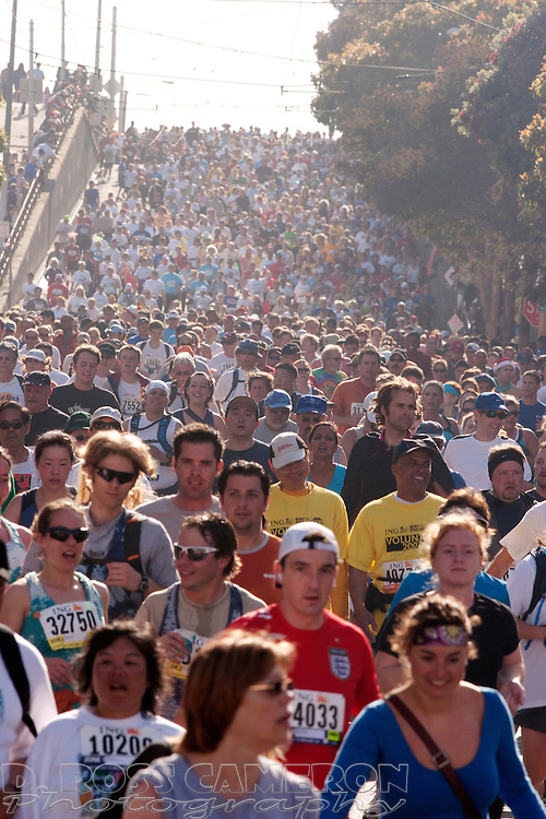 Masses of runners descend the Hayes Street hill during the 96th Bay to Breakers footrace through San Francisco, Sunday, May 20, 2007. (Photo by D. Ross Cameron)