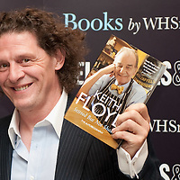 LONDON, ENGLAND - OCTOBER 06:  Chef Marco Pierre White signs copies of the late Keith Floyd's book 'Stirred but not shaken' at Selfridges on October 6, 2009 in London, England on October 6, 2009 in London, England.  (Photo by Marco Secchi/Getty Images)