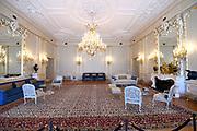 Paleis Noordeinde en Koninklijke Stallen open voor het publiek.  ////  Noordeinde Palace and Royal Stables open to the public.<br /> <br /> Op de foto / On the photo:  Kleine Bazaall of Danszaal / Small Ballroom