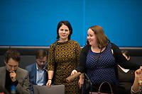 DEU, Deutschland, Germany, Berlin, 14.01.2020: Annalena Baerbock, Bundesvorsitzende von BÜNDNIS 90/DIE GRÜNEN, mit Vize-Parteichefin Ricarda Lang vor Beginn der Fraktionssitzung im Bundestag.