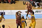DESCRIZIONE : Torino Lega A 2015-16  Manital Auxilium Torino vs Umana Reyer Venezia<br /> GIOCATORE : Phil Goss<br /> CATEGORIA : passaggio tecnica<br /> SQUADRA : Umana Reyer Venezia<br /> EVENTO : Campionato Lega A 2015-2016<br /> GARA : Manital Auxilium Torino vs Umana Reyer Venezia<br /> DATA : 18/10/2015<br /> SPORT : Pallacanestro <br /> AUTORE : Agenzia Ciamillo-Castoria/GiulioCiamillo<br /> Galleria : Lega Basket A 2015-2016  <br /> Fotonotizia : Torino  Lega A 2015-16 Manital Auxilium Torino vs Umana Reyer Venezia<br /> Predefinita :