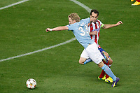 Atletico de Madrid´s Diego Godin (R) and Malmo´s Forsberg during Champions League soccer match between Atletico de Madrid and Malmo at Vicente Calderon stadium in Madrid, Spain. October 22, 2014. (ALTERPHOTOS/Victor Blanco)
