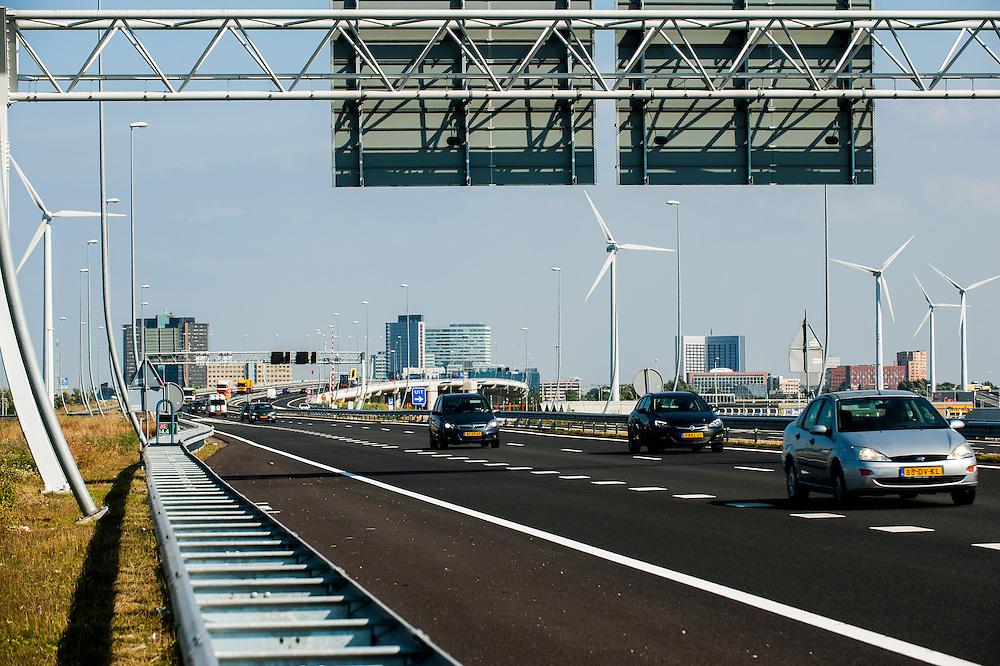Nederland, Amsterdam, 29 aug 2013<br /> Nieuwe snelweg door amsterdam west A5 en industriegebied Westpoort.<br /> Weg sluit aan op de tweede Coentunnel. <br /> Weg loopt door het Westelijk havenbied waar ook veel windmolens staan.<br /> Foto(c): Michiel Wijnbergh
