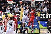 TRENTO 15 NOVEMBRE  2015<br /> Basket campionato serie A12013/2014<br /> Dolomiti Energia Trento Openjobmetis Varese<br /> Nella Foto Trent Lockett Tiro Dolomiti Energia Trento<br /> Foto Ciamillo