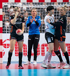 11-12-2019 JAP: Netherlands - Korea, Kumamoto<br /> Last match Main Round Group1 at 24th IHF Women's Handball World Championship, Netherlands win the last match against Korea with 36 - 24. / Danick Snelder #10 of Netherlands, Eun Hee Ryu #10 of Korea, Jessy Kramer #5 of Netherlands
