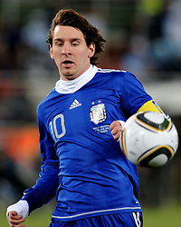 22.06.2010, Peter Mokaba Stadium, Polokwane, RSA, FIFA WM 2010, Greece (GRE) vs Argentina (ARG), im Bild Lionel Messi (Argentina) .. EXPA Pictures © 2010, PhotoCredit: EXPA/ InsideFoto/ Giorgio Perottino +++ for AUT and SLO only +++ / SPORTIDA PHOTO AGENCY