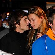 NLD/Amsterdam/20100215 -  Lancering MTV Mobile, Phil Tilli in gesprek met partner Annemieke Schollaardt