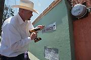 Integrantes del Movimiento por la Paz con Justicia y Dignidad (MPJD) renombraron el boulevard Gustavo Díaz Ordaz como Blvd. 28 de Marzo en la ciudad de Cuernavaca, Morelos al cumplirse tres años de inicio del movimiento que dio voz a víctimas de la violencia por la guerra iniciada en 2006 por el expresidente Felipe Calderón.<br /> <br /> El 28 de marzo de 2011, Juan Francisco Sicilia Ortega, de 24 años, hijo del poeta Javier Sicilia, fue asesinado junto con 6 personas más en Temixco, Morelos, lo que dio origen al MPJD. (Prometeo Lucero)