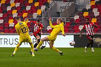Football - 2020 / 2021 Sky Bet (EFL) Championship - Brentford vs. Wycombe Wanderers  - Brentford Community Stadium<br /> <br /> Sergi Canos (Brentford  FC) with an attempt at goal <br /> <br /> COLORSPORT/DANIEL BEARHAM