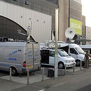 NLD/Aalsmeer/20070601 - Uitzending van de BNN grote  Donorschow, satelietwagens staan buiten klaar voor de live uitzending