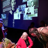 Nederland,Amsterdam ,5 februari 2008..Het Hella Haasse Museum is gevestigd in de virtuele wereld op www.hellahaassemuseum.nl. Innovatief en visueel aantrekkelijk maakt het museum het persoonlijke archief van Hella S. Haasse openbaar..De opening wordt vandaag in de Openbare Bibliotheek Amsterdam verricht door Hella S. Haasse persoonlijk. ..Hella Haasse Museum.De inhoud van de site bestaat uit familiefoto's, brieven, dagboekaantekeningen, manuscripten, boekfragmenten, interviews en documentaires. Dit digitale schrijversmuseum is een eerbetoon aan een van Nederlands grootste auteurs, die zaterdag 2 februari 2008 negentig jaar is geworden..Dutch writer Hella Haasse.