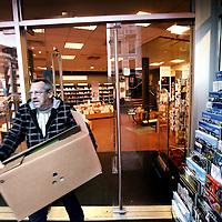Nederland, Amsterdam , 14 januari 2013.<br /> Boekhandel Polare (voormalige Scheltema op het Koningsplein verkeert in zwaar financieel weer. Het Centraal Boekhuis wil pas leveren als de rekeningen betaald zijn.<br /> Foto:Jean-Pierre Jans