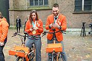 Officiele huldiging van de Olympische en Paralympische medaillewinnaars in de Grote Kerk of St. Jacobskerk, Den Haag.<br /> <br /> op de foto:  Suzanne Schulting en Kjeld Nuis